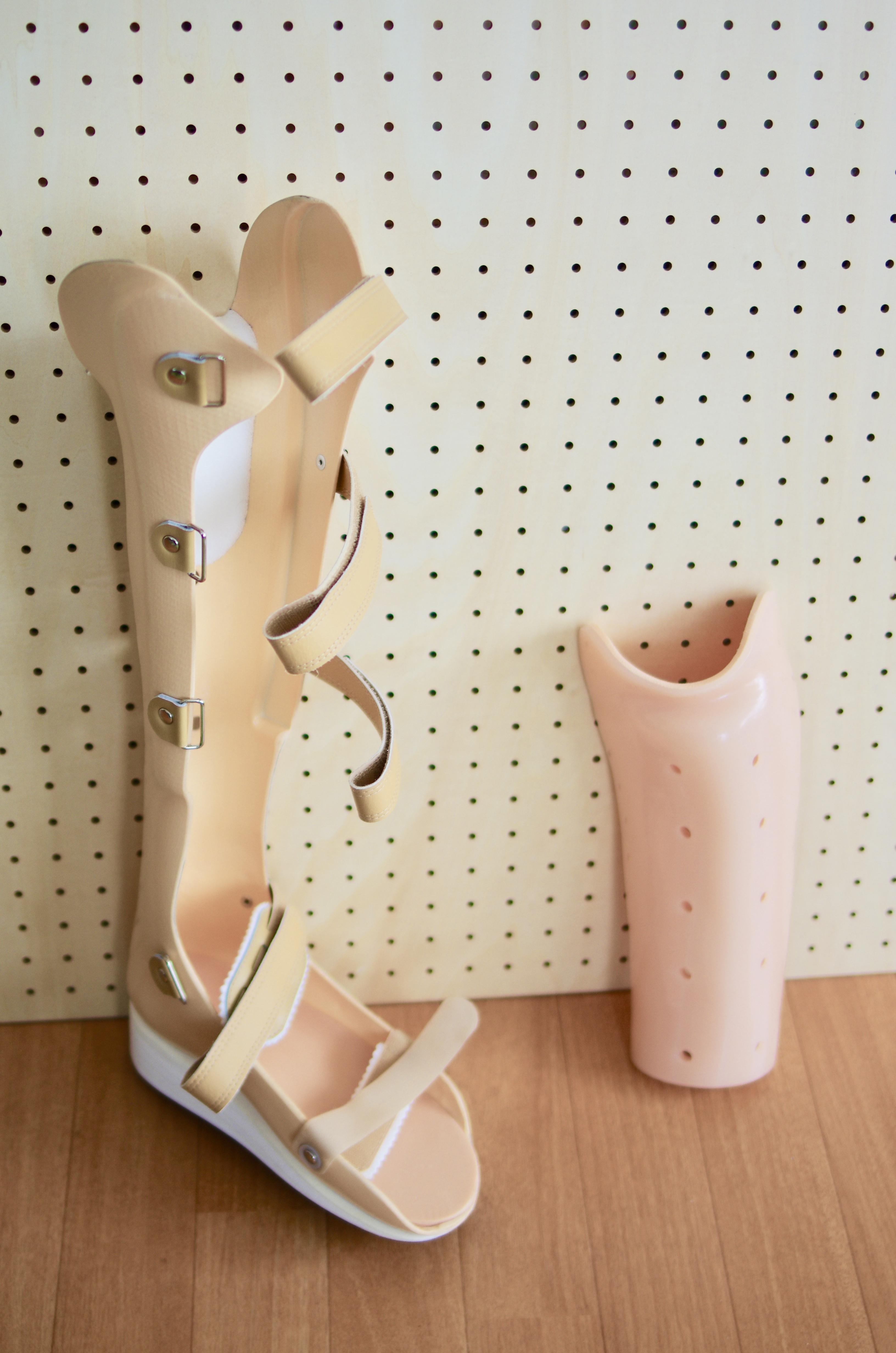 骨折体験談【PTB装具と松葉杖の使い方】室内と外出のときの使い分け