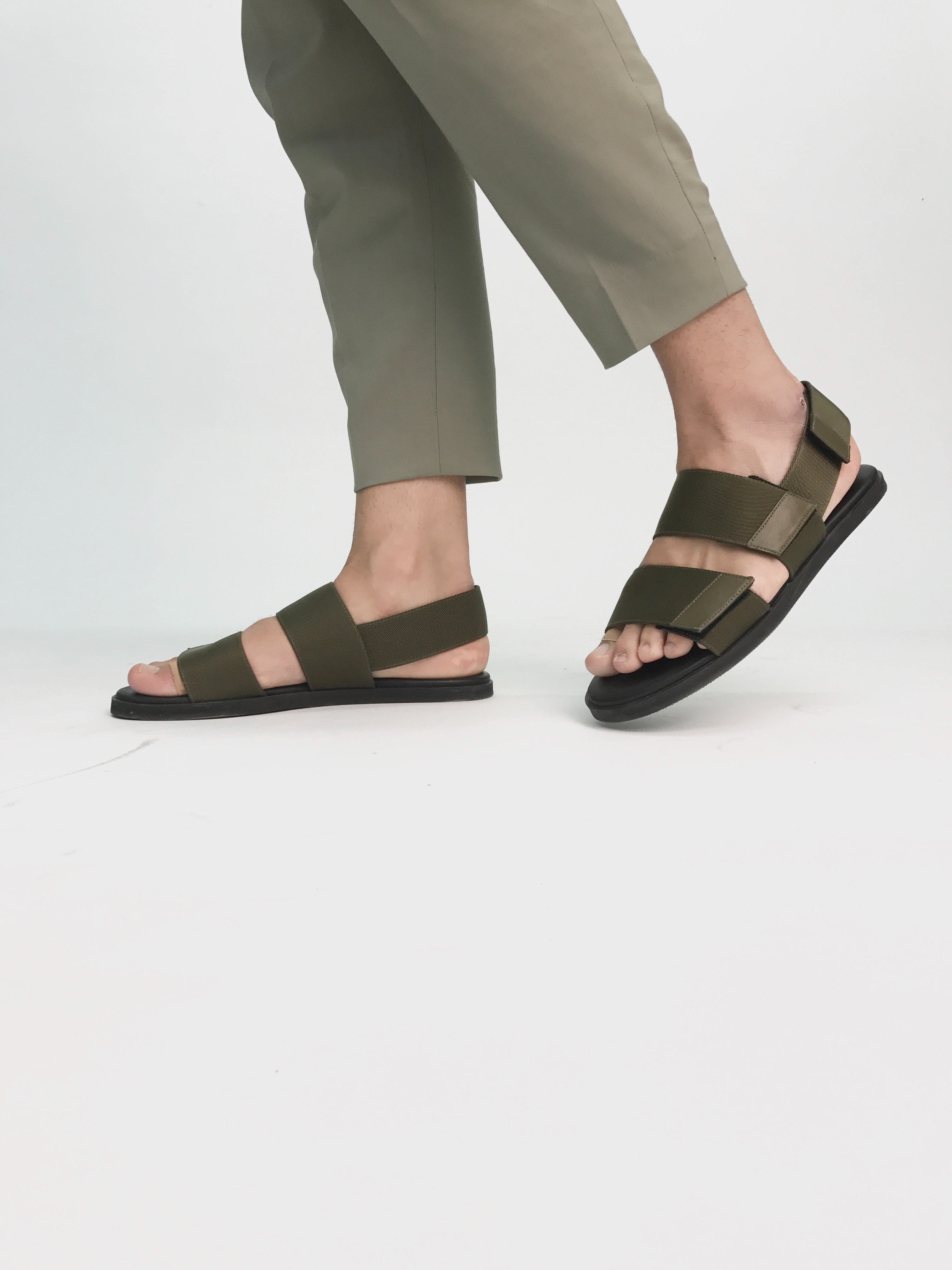 足を骨折したときに履く靴はサンダルが便利!